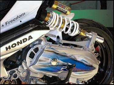 Modifikasi%2BHonda%2BBeat%2B2010%2B %2BCombined%2BElements%2BArt%2BHi Tech%2B %2BHonda%2BIcon3 Kumpulan Foto Modifikasi Motor Honda Beat Terbaru 2013