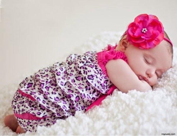 Image bébé fille mignonne