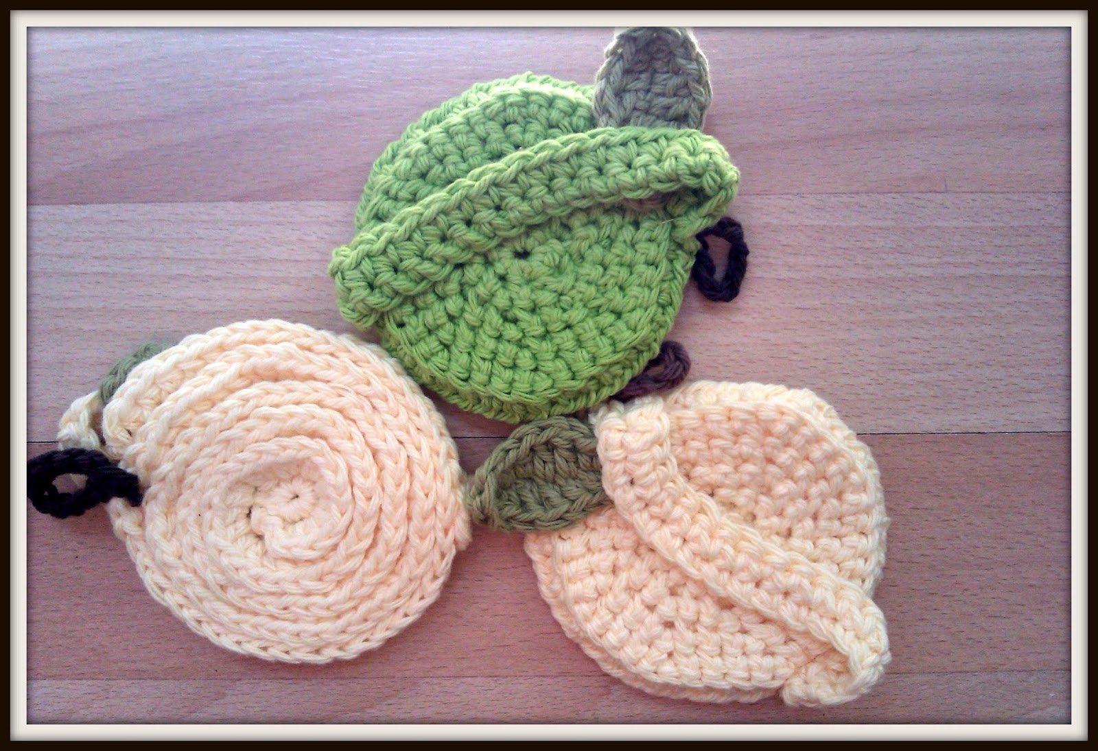 Double Treble Craft Adventures: Teacher\'s Gift Crochet Apple Dish Cloths