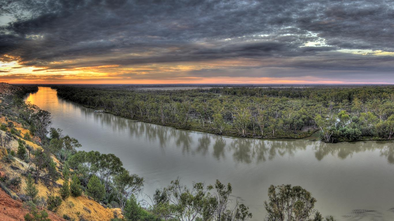 the river murray australia Ffthe river murray empties into the southern ocean in encounter bay, south  australia the sea-mouth of the river is situated approximately 10.