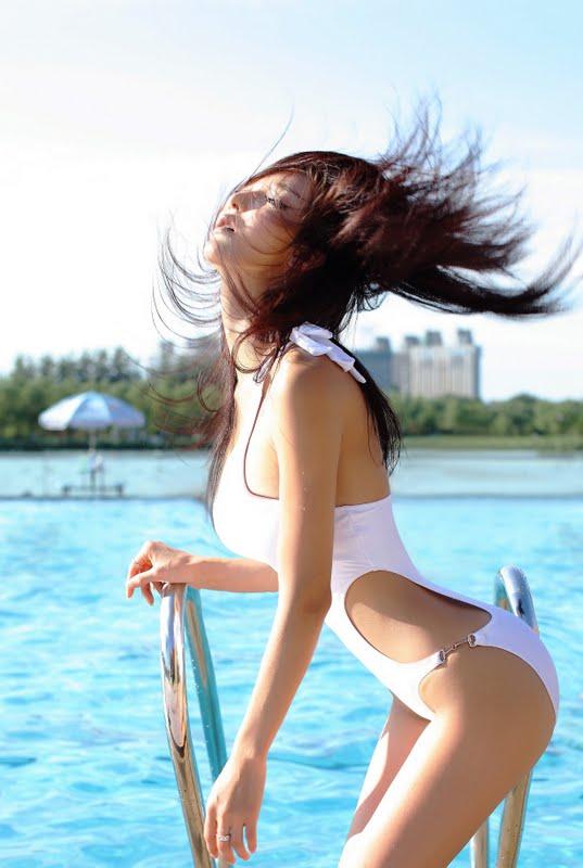 Li Ying Zhi Sexy in Monokini