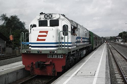 Lowongan Kerja BUMN 2013 PT. Kereta Api Indonesia (KAI) - Minimal D3 dan S1 Semua Jurusan