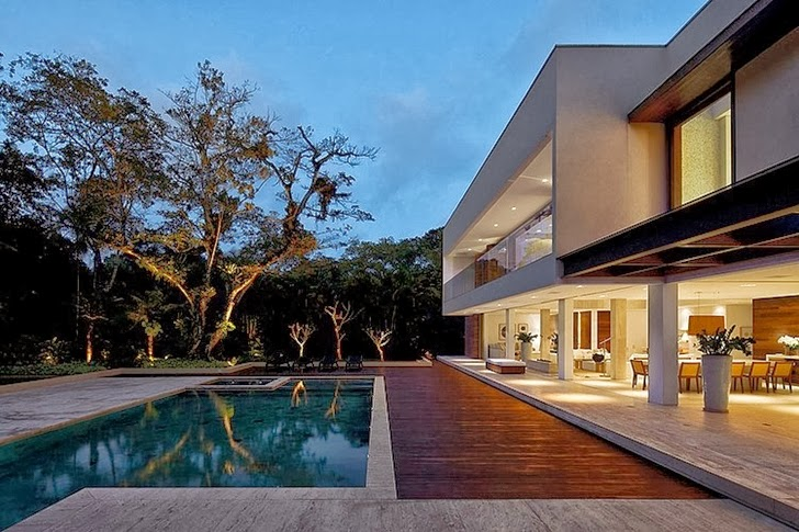 Terrace of Contemporary Iporanga House by Patricia Bergantin Arquitetura