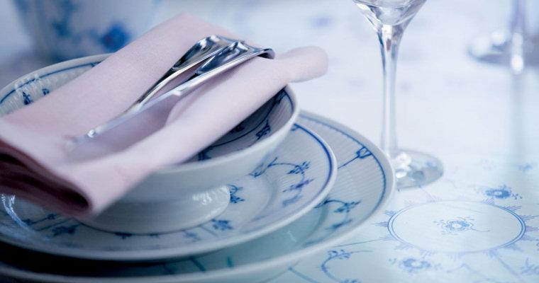 Blue fluted plain table setting jpg