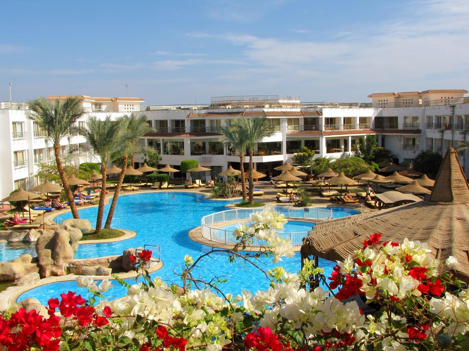 Banco de im genes enormes piscinas en un hotel de s per for Hoteles de lujo fotos
