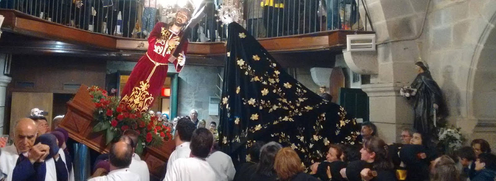 Al pie de la Cruz de Jesús, está María y nuestras Cofradías