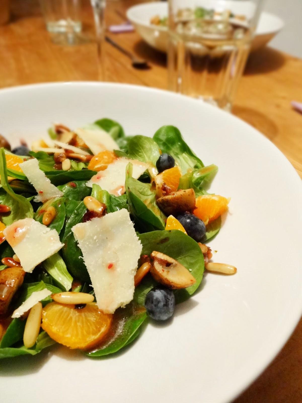 Fruchtiger Feldsalat mit Himbeer-Dressing