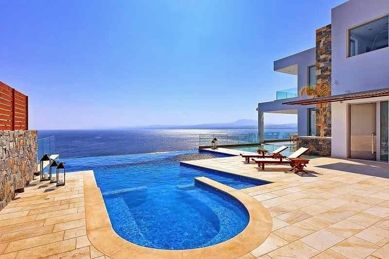 Casa de playa en isla creta con impresionantes vistas al for Piscinas de lujo