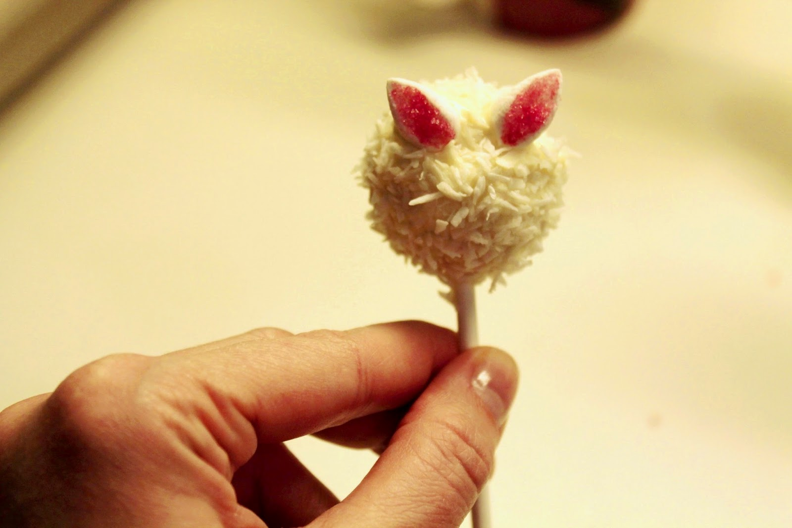 simple and cute easter bunny cake-pop