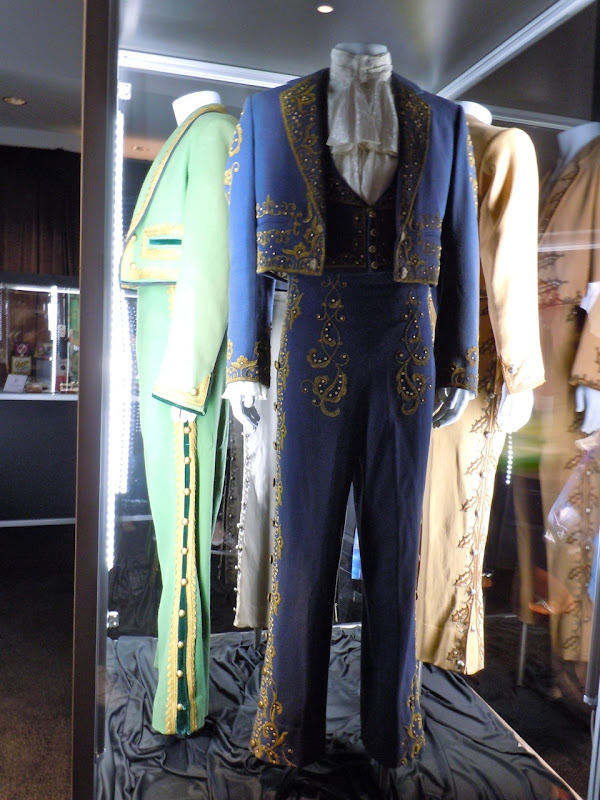 Don Diego Zorro TV outfits