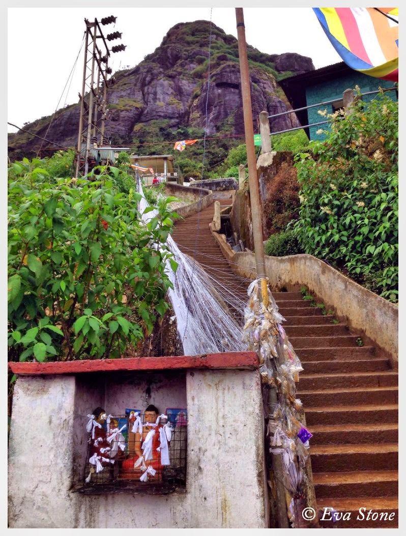 Eva Stone photo, Sri Pada, Indikatupana, Buddha, torn robe, mended