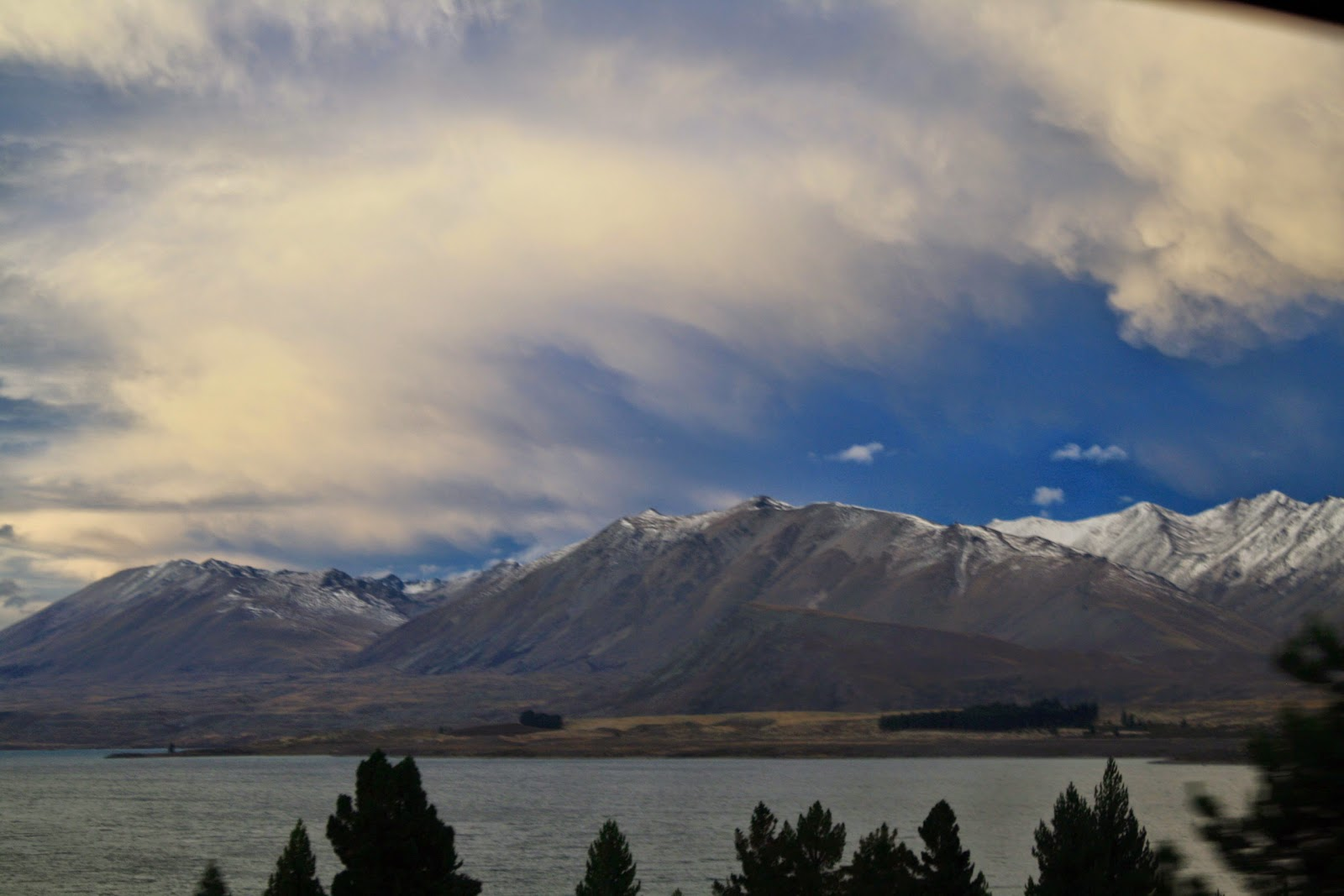 A mountain and a lake in the South Island.