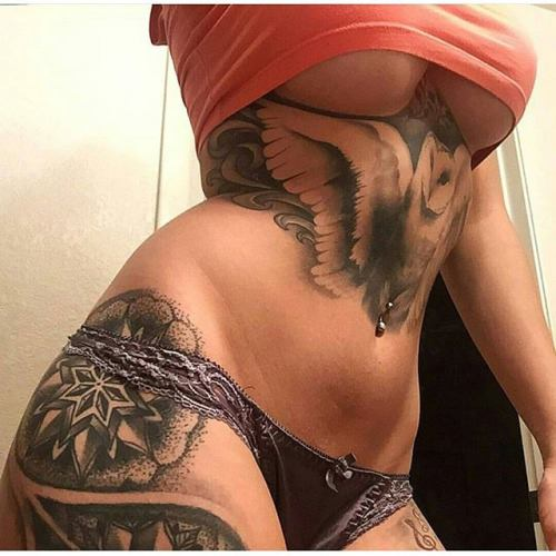 L'Underboob Selfie : tout se passe sous les seins, la preuve
