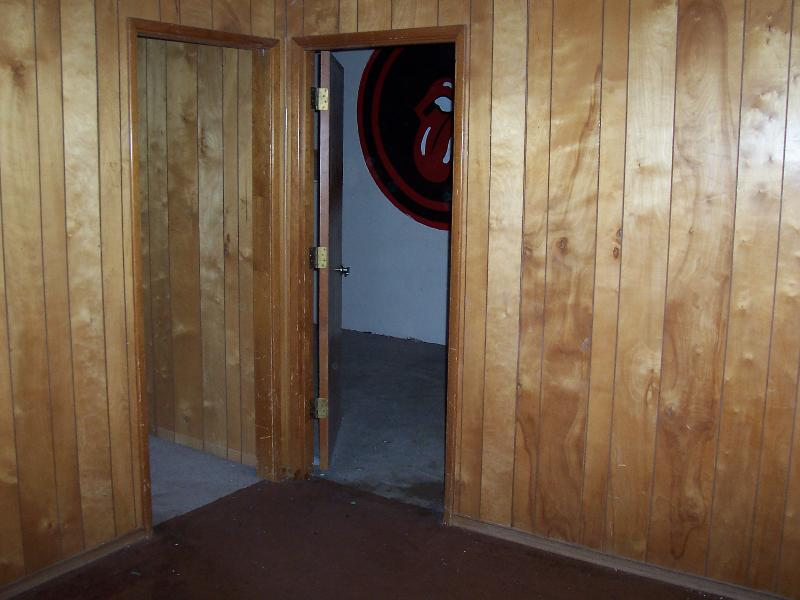 Staging/Decorating on the Cheap! - Staging/Decorating On The Cheap!: Paneling........ugh