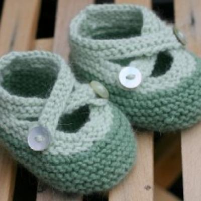 Mais umas em crochet, mais propriamente uns sapatinhos.