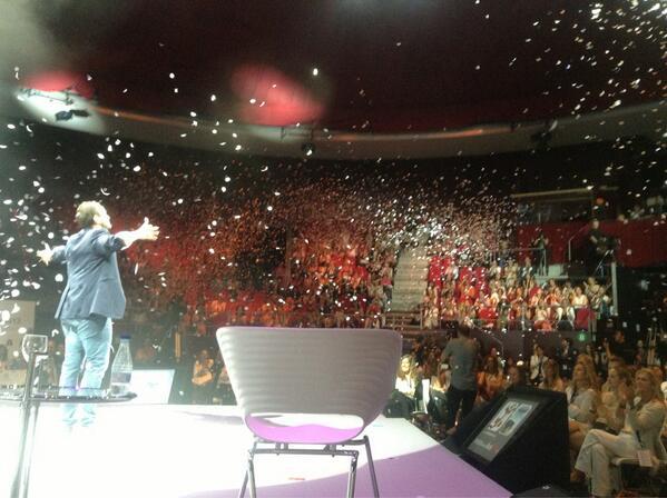 Jorge Blas en el culmen de su intervención en el Inspiration Day 2013 de Womenalia