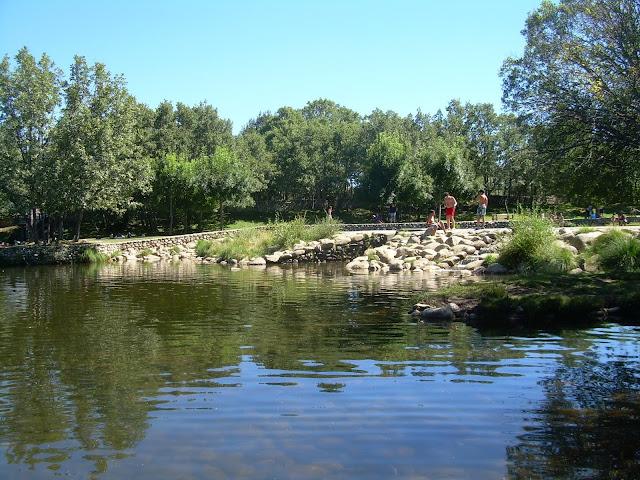Piscinas naturales en la sierra de madrid colla rubio for Piscinas naturales presillas
