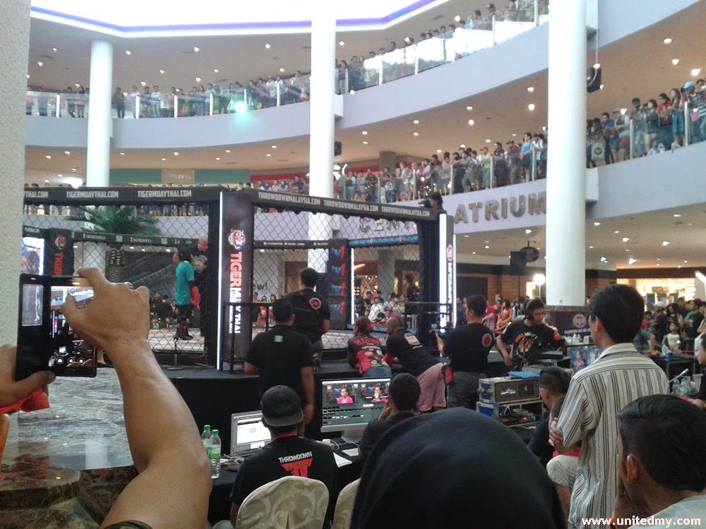 Malaysian Invasion Mixed Martial Art with 300 crowds in 1 Borneo Mall