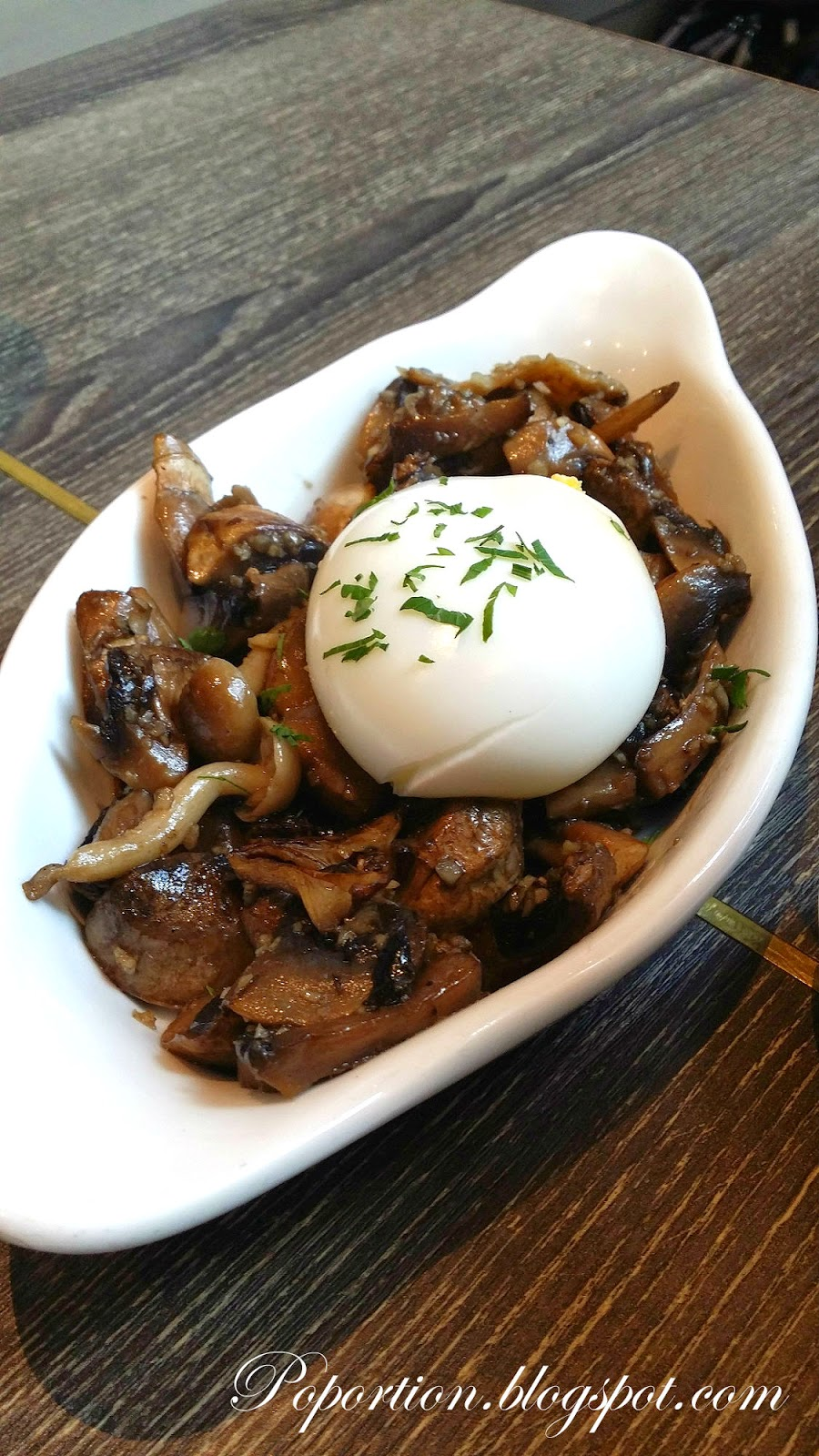 poulet sauteed mushroom poached egg