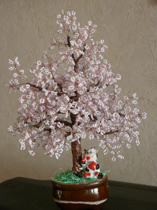Создавая деревья из бисера с помощью.