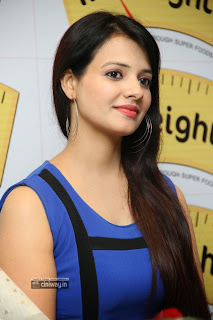 Actress-Saloni-Stills-at-Ultimate-Guide-to-True-Weight-Loss-Book-Launch