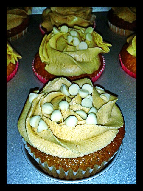 Cupcakes de chocolate blanco y vainilla con crema de avellana