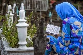 Hukum membaca al quran di quburan