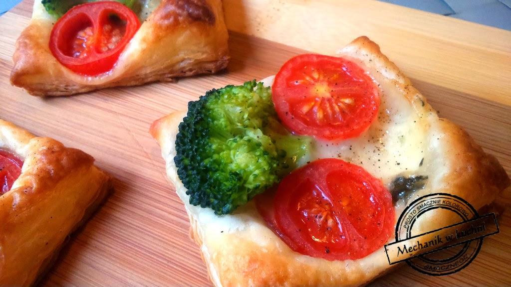 Brokuły w cieście francuskim Przekąska szybka z sosem czosnkowym blog roku bloger mechanik