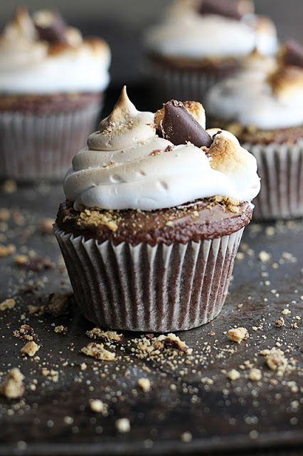 Deluxe S'mores Cupcakes from Creme De La Crumb