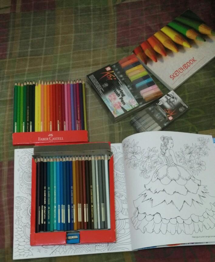 Mewarnai dengan Brush Pen dan Pensil Warna