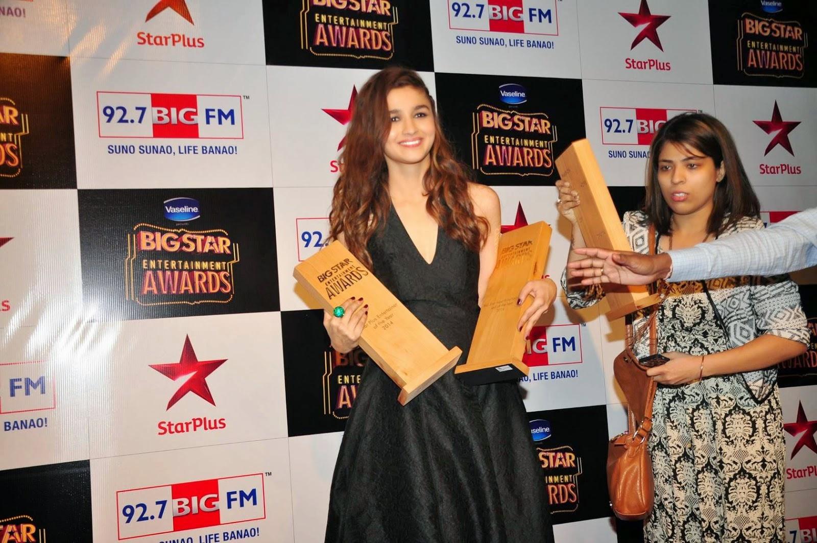 Alia Bhatt Looking Gorgeous at Big Star Entertainment Awards