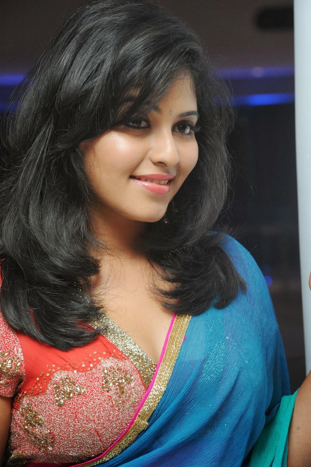 Beautiful Anjali  hot pics in blue saree at event