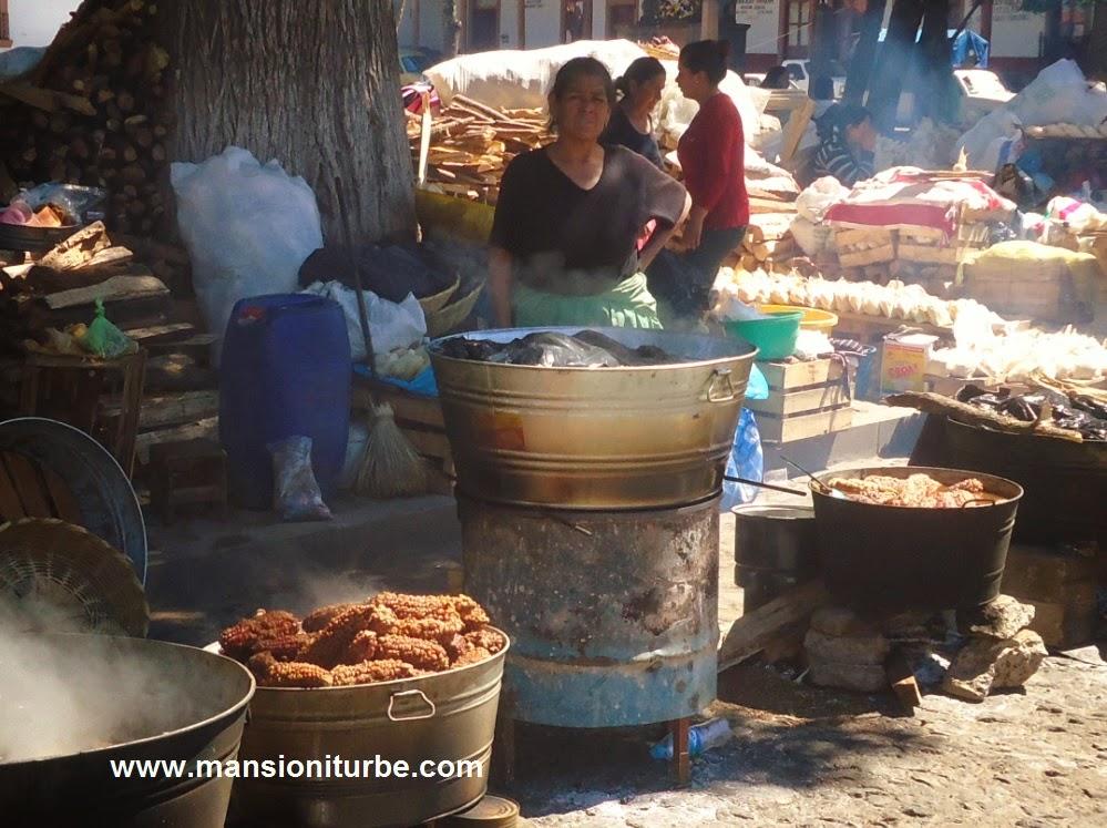 Chicaleras de Pichataro en Semana Santa en Pátzcuaro