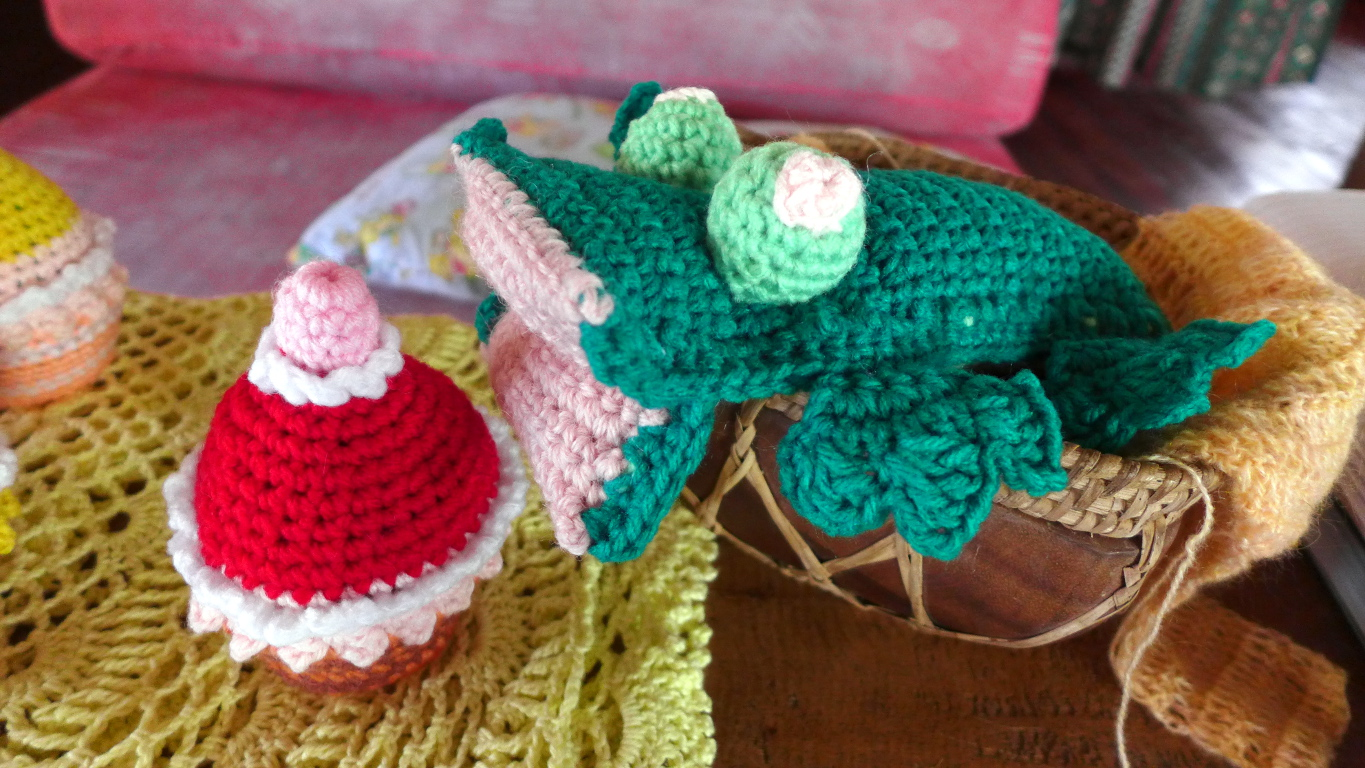 Crochetology by fatima crocheted cupcakes and frog free pattern crochet frog bankloansurffo Gallery