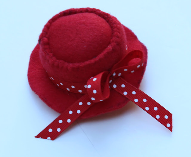 mini-red-hat-clip