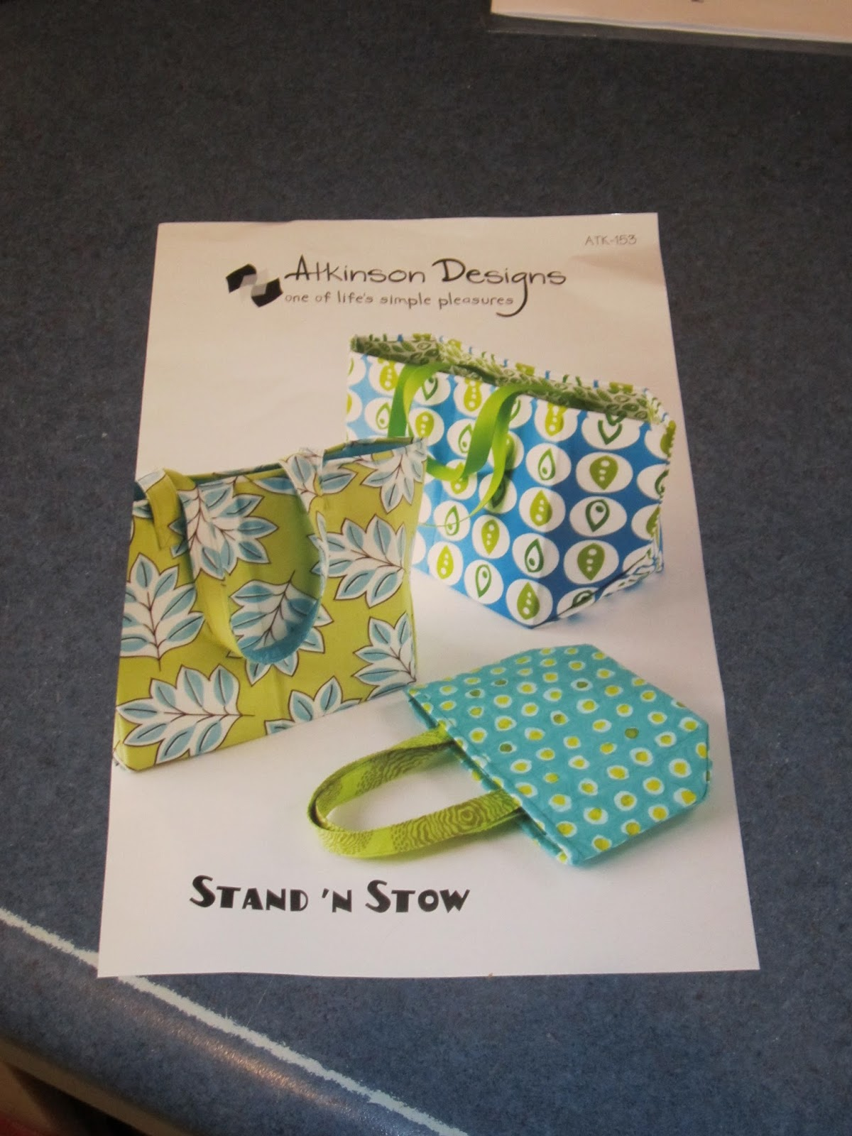 Atkinson Designs Stand N Stow : Small town quilter stand n stow bag