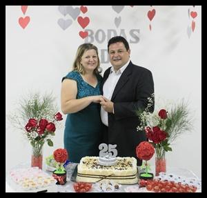 """""""O que acha uma esposa acha o bem e alcançou a benevolência do SENHOR"""" PV. 18.22"""