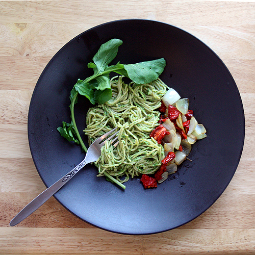 Foy Update: Creamy Arugula Pesto - Vegetarian Recipe