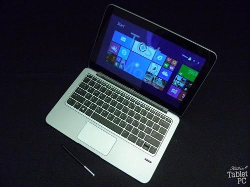 HP Elite x2 1011 ancorato alla tastiera con batteria, con penna estratta