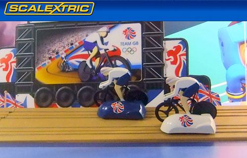 Las bicis del set de Superslot corriendo por la pista