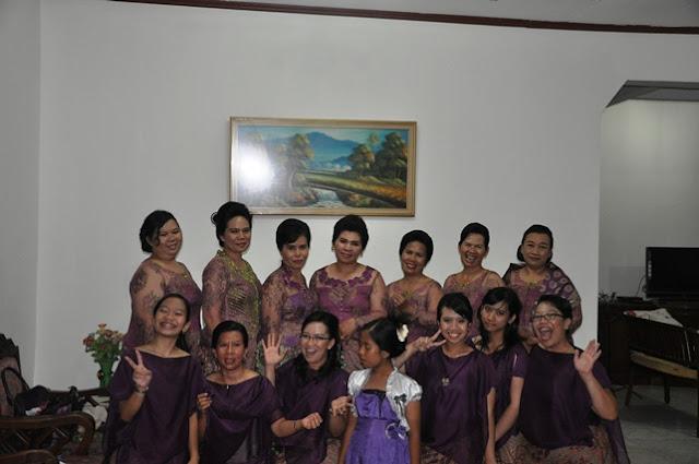 Foto Bersama Para Wanita Keluarga Banjarnahor di Rumah Tulang Iren
