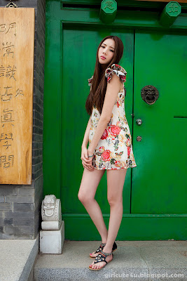 5 Li Qiaodan- cute with short skirt-very cute asian girl-girlcute4u.blogspot.com