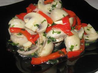Маринованные грибы с болгарским перцем
