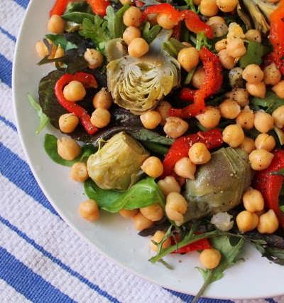 Baby artichoke and roasted red pepper salad with chickpeas and mesclun