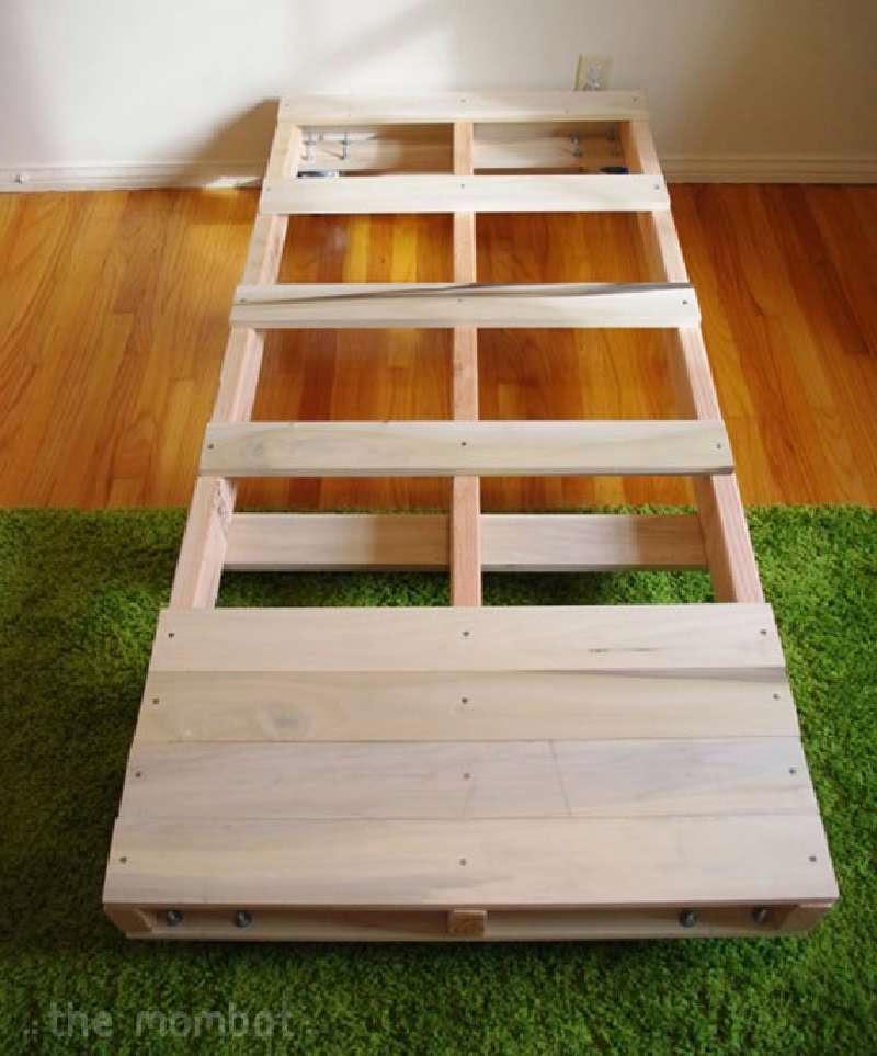 Construye una cama para tus hijos con - Estructuras con palets ...