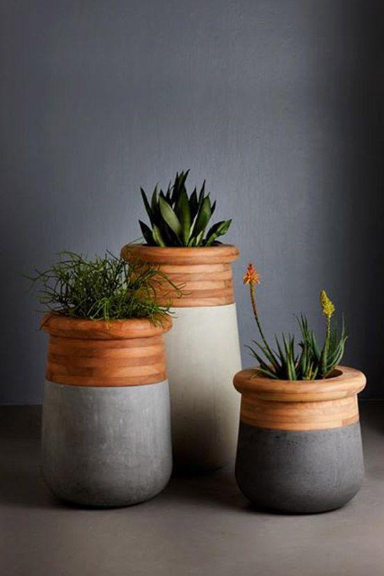 Vaso de concreto com madeira