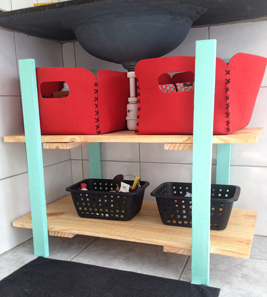 A casa eh sua  Decoração sem pesar o bolso Como fazer um armário para o ban -> Como Fazer Pia De Banheiro