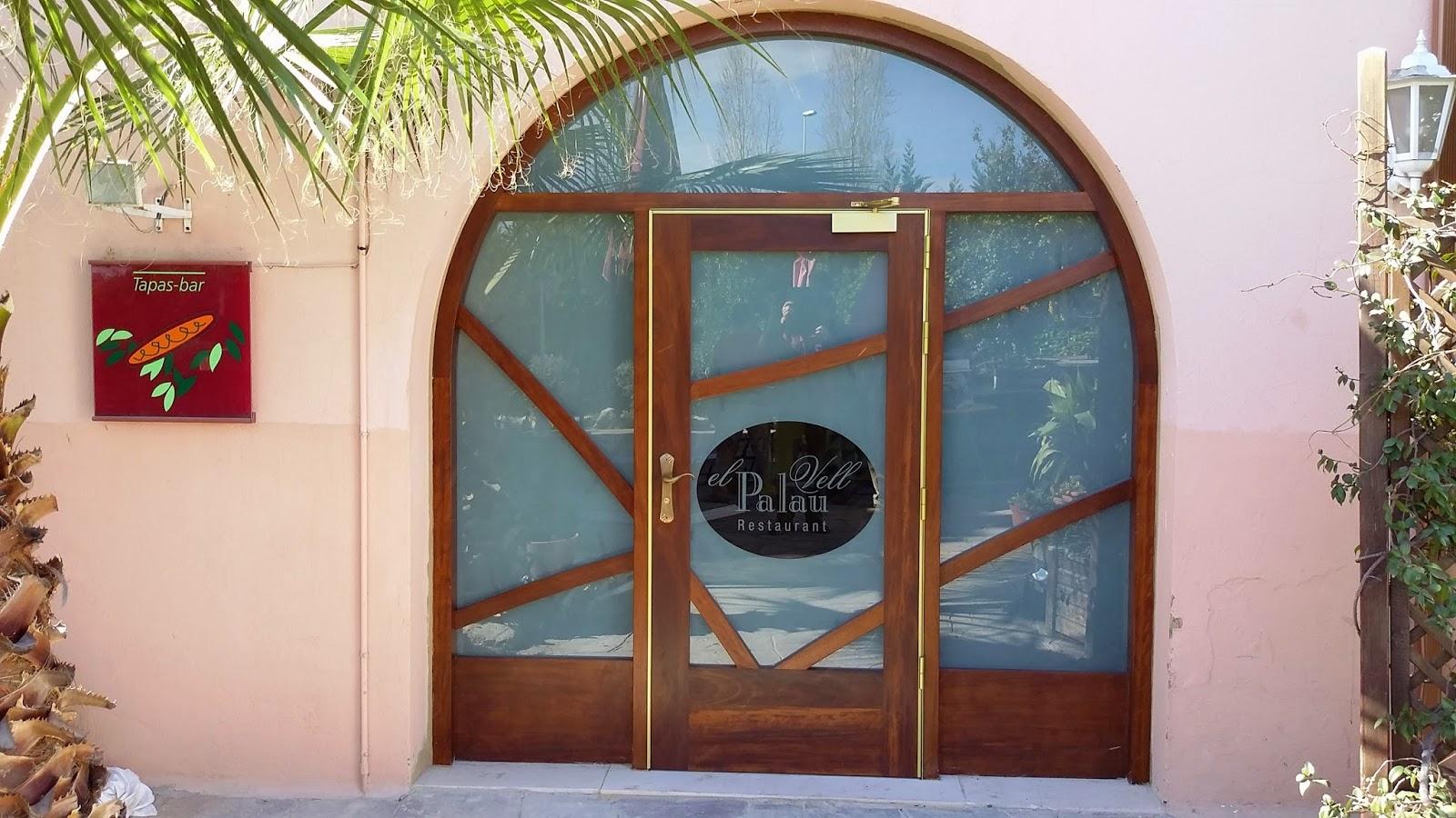 Carpinteria muebles a medida puerta exterior en madera for Puertas de madera y cristal exterior