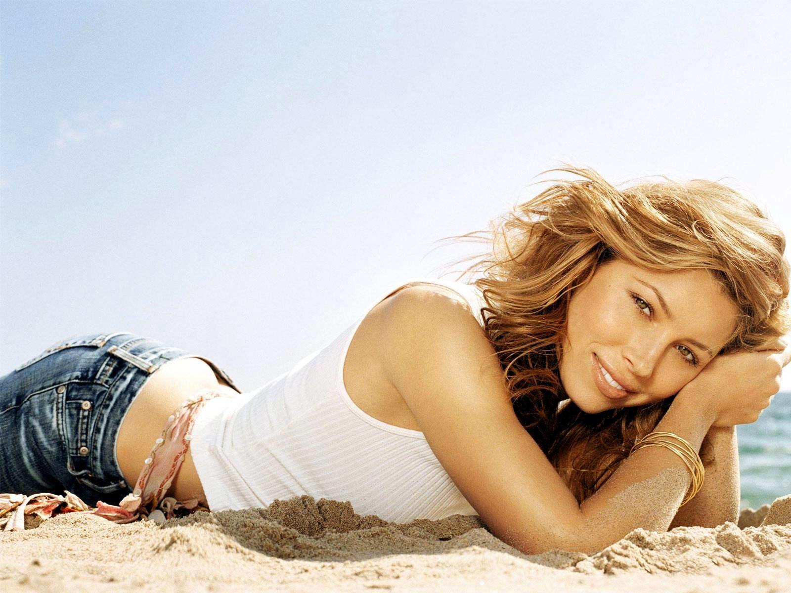 Jessica Biel una actriz muy sexy en Total Recall (Desafío Total)