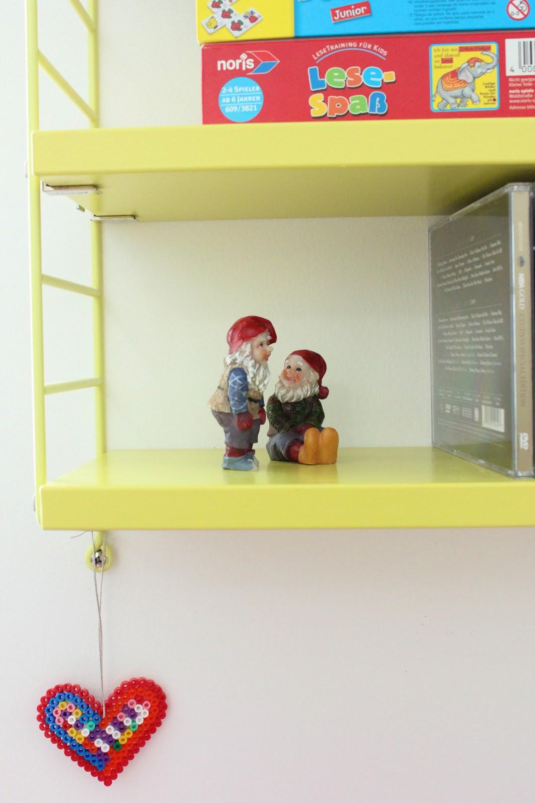 siglinchen string pocket regal in gelb. Black Bedroom Furniture Sets. Home Design Ideas
